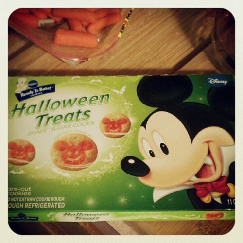 Mickey: the cutest vampire ever.  #mickeymouse #cookies #halloween #treats #October (Taken with Instagram)