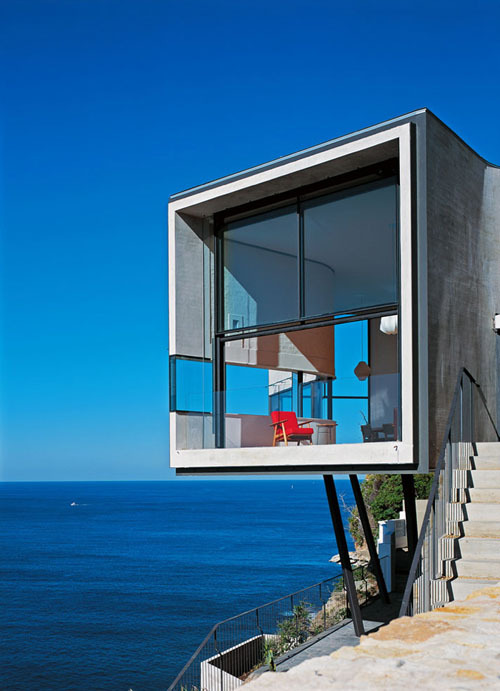Holman House Built on the edge of a clif in Sydney, Australia, designed by Durbach Block Jaggers.
