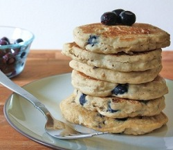 findvegan:  Blueberry Oat Pancakes