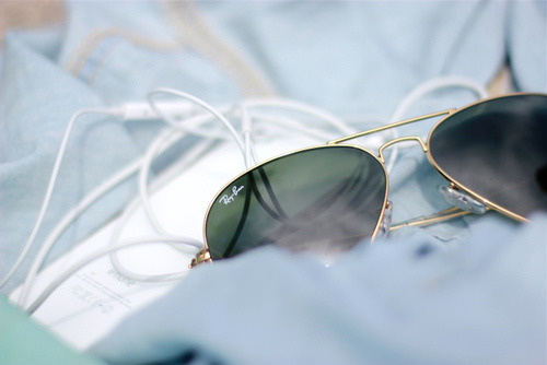 mvcintosh:  iPhone 4 and Ray Bans