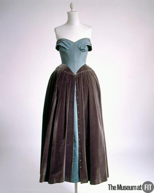 omgthatdress:  Dress Pierre Balmain, 1951 The Museum at FIT