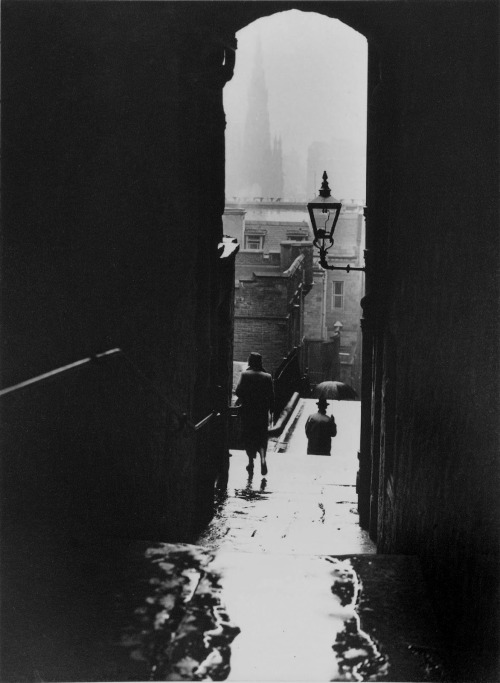 luzfosca:  Norman Parkinson Untitled, Edinburgh, 1950