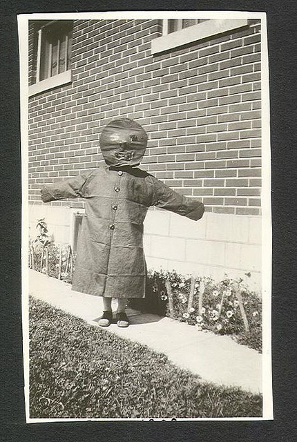 mudwerks:  (via Saved From The Paper Drive: Antique Halloween Costumes)