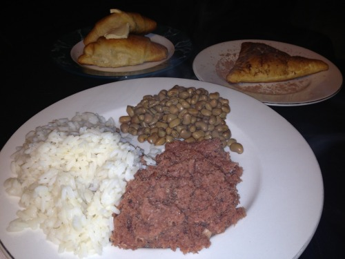 Corned beef & rice, fresh field peas, crescent rolls and Nutella turnover for dessert! Typical Tuesday meal!