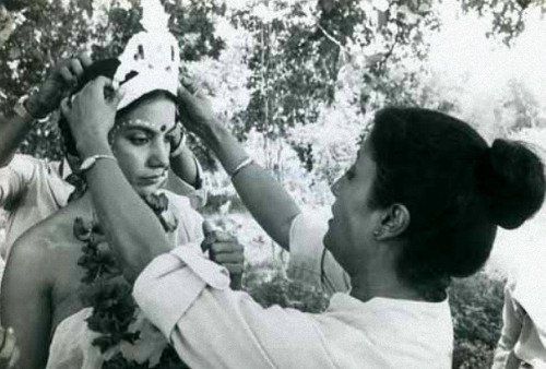 Aparna Sen and Shabana Azmi on the set of Sati (1989) via Osian's Connoisseurs of Art.
