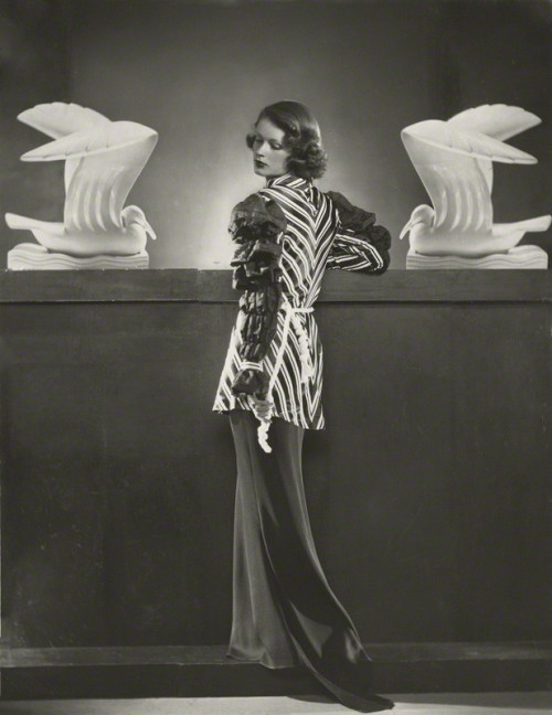 Photo by Dorothy Wilding, 1937. LOOK AT THIS OUTFIT.