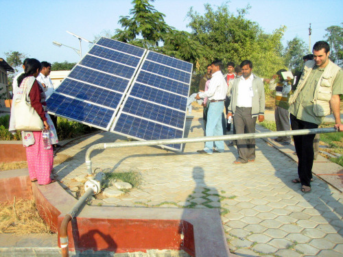 positive-press-daily:   First Solar finds love in India  It's been nearly two years since First Solar announced its first deal in India. The company has made good progress in this emerging market, and it announced another, 50MW deal Monday. What it really wants to do, though, is to develop projects in India.  (click-through for full story)