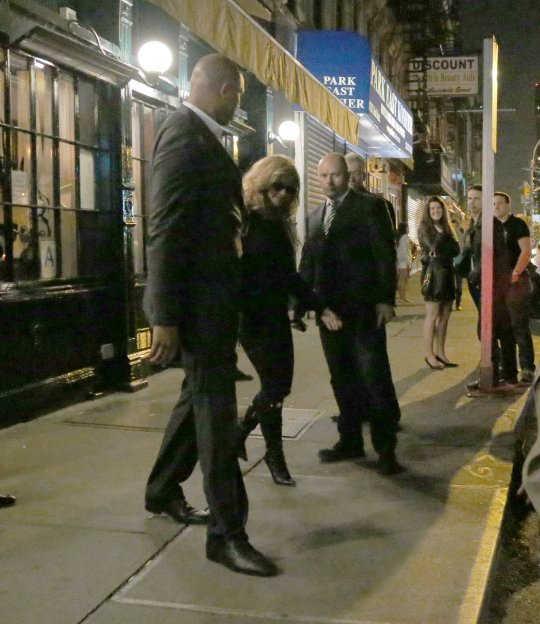 Beyoncé Spotted Outside Elio's NYC To Celebrate Gwyneth Paltrow's Birthday (10/11/2012)