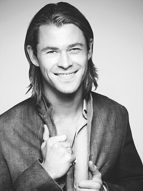 23/50 pictures of Chris Hemsworth