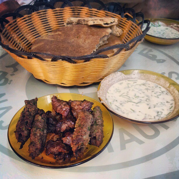 Mixed kebab, basket of flat bread, and yoghurt. (Taken with Instagram at Ali Naji Al Harbi Lil Kabab)