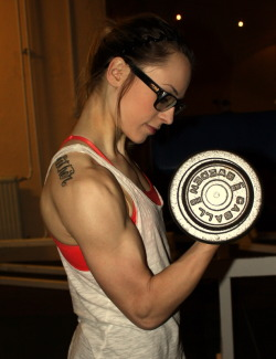 Love her glasses.  Love her delts.