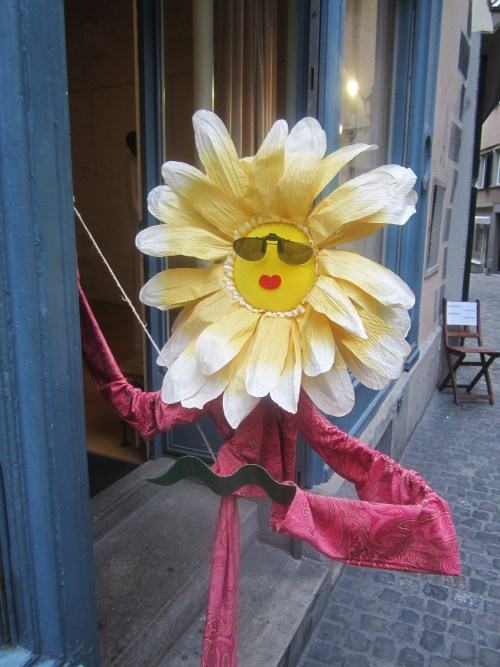 a cool flower, on the streets of Zurich