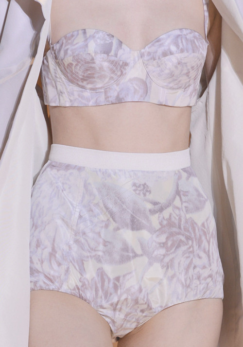 crystuls:  wink-smile-pout:  Rochas Spring 2013 Details  Fashion and more here! ♡