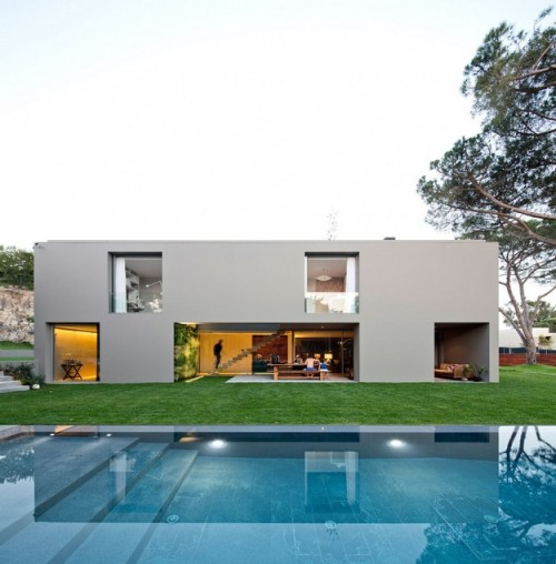 House in Quinta Patino by Frederico Valsassina Arquitectos - More info and pictures!