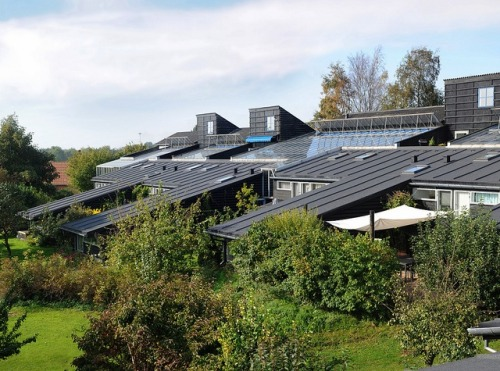 thisbigcity:  Solar panels and water recycling on the exterior, shared living space in the interior. Bevis Watts thinks it is the recipe for a future sustainable society.   Pretty interesting.