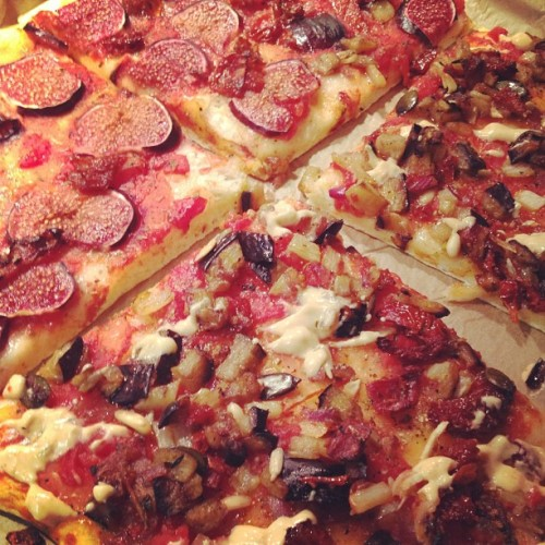 reblogged from milena1988:  #vegan pizza is too good :)#vegansofig #whatveganseat (Taken with Instagram)  Pizza, will rob you of your ability to can.