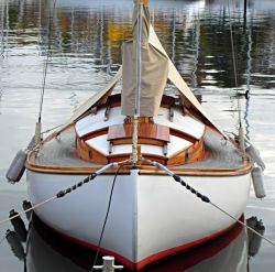 boatporn:  Good hollow in that there bow section.