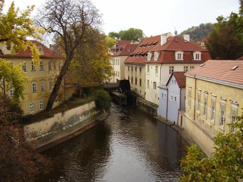 (via Prague, a photo from Prague, Bohemia | TrekEarth) Prague, Czech Republic