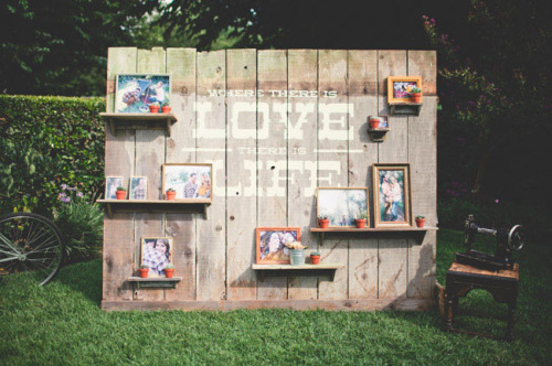 weddingwhims:   (via Crafty Reclaimed Wood Wedding: Chase Aaron | Green Wedding Shoes Wedding Blog | Wedding Trends for Stylish Creative Brides)