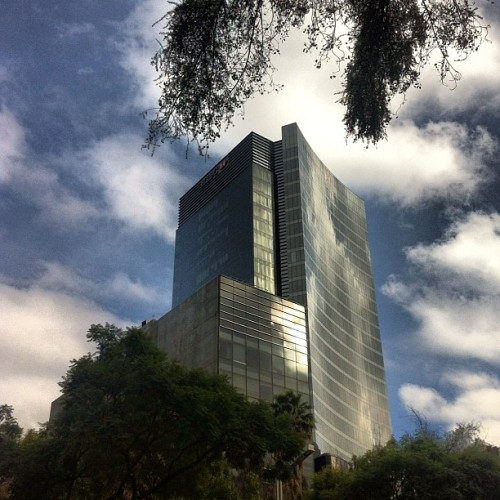 Another perspective my #office #building #architecture #mexico #city  (tomada con Instagram en HSBC Corporate Tower)