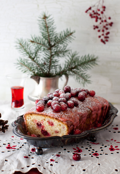 melangery:  (via Lemon Cake with Cranberries and Lemon Icing)