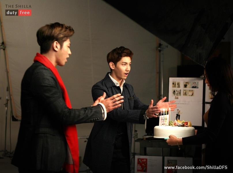 TVXQ and ARA at the 'Shilla duty free' for new commercial photo [PHOTOS] :: KpopStarz ::