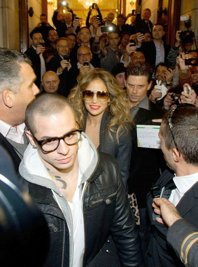 #FAMEJennifer Lopez + boyfriend Casper Smart making their way through a huge crowd outside their hotel in Italy Thursday