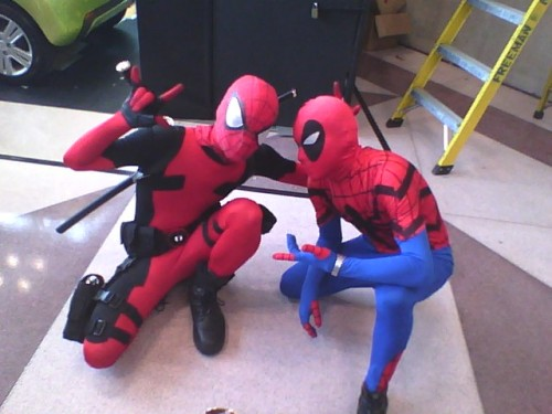 Deadpool and Spidey decided to trade masks at NYCC.