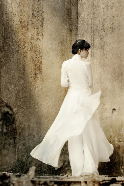 of-wats-and-wasabi:  vietnamese girl in áo dài