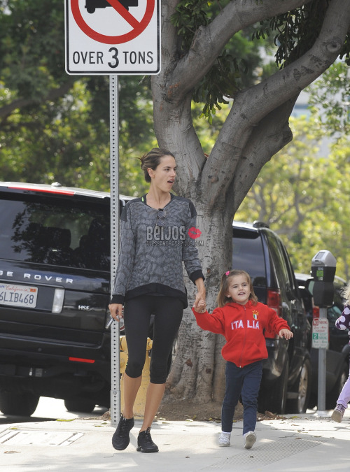 @AngelAlessandra takes her daughter Anja to school (Oct 12) HQs
