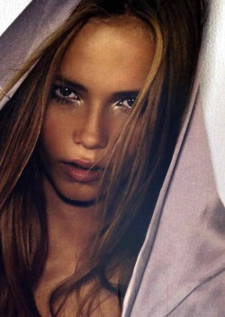 supermodelgif:  Natasha Poly for Vogue Australia October 2004