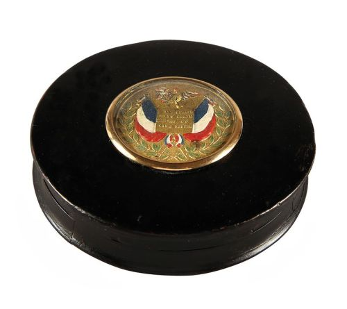 vivelareine:  A snuff box created to mark the July Revolution of 1830. Circa 1830-1848. source: Coutau-Begarie Auctions