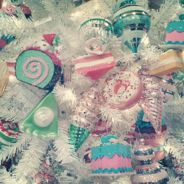 kylathegreat:  GAGGING. I want them all! #christmas (Taken with Instagram)  i'm exited for christmas time and decorating and crafting!