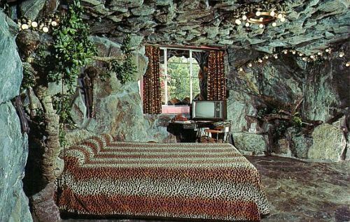 thegirlcantdance:  MADONNA INN the CAVE MAN ROOMSan Luis Obisbo, CA
