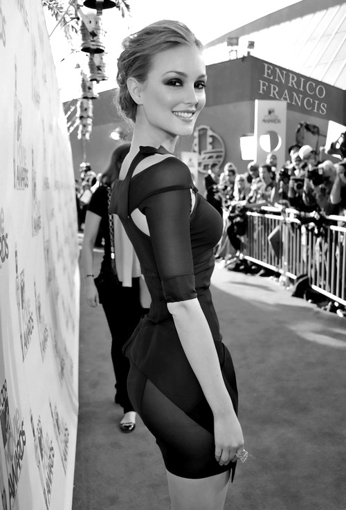 malta-bitches:  monochromatink:  Leighton Meester  Love her dress 💋💋💋💋