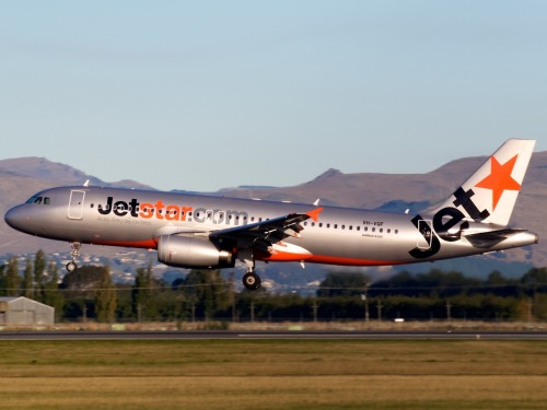 Jetstar A320 arriving in Christchurch  Type: Airbus A320-232 Registration: VH-VQF Location: Christchurch International Airport Date: 23/03/2012