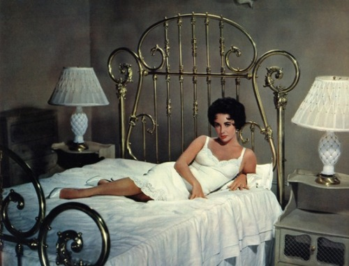 theniftyfifties:  Elizabeth Taylor in 'Cat on a Hot Tin Roof', 1958.
