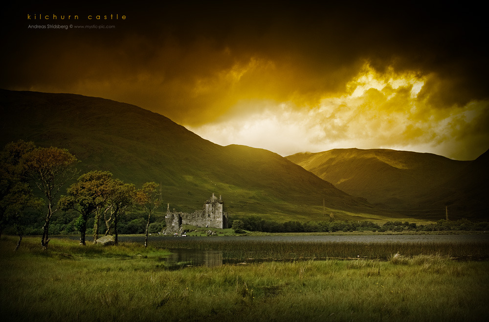 Scotland Castle by the river by ~Stridsberg