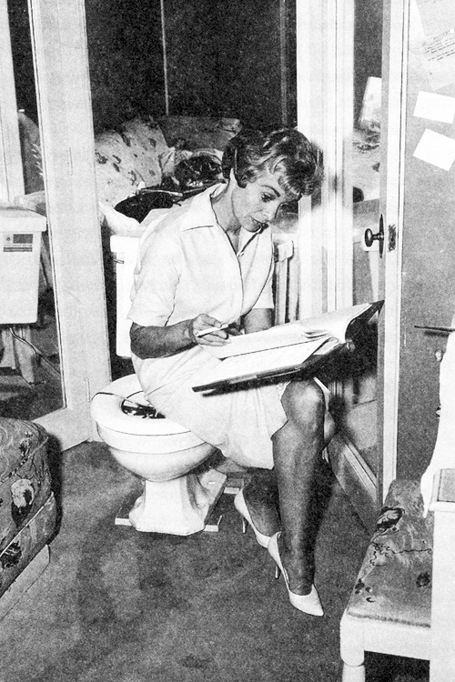 Janet Leigh reading her script on the set of 'Psycho, 1960.