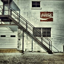 #coke #ghostsign in #memphis #tennessee  (Taken with Instagram at Discount Muffler)