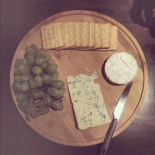 #grapes #brie #gorgonzola #crackers (Taken with Instagram)