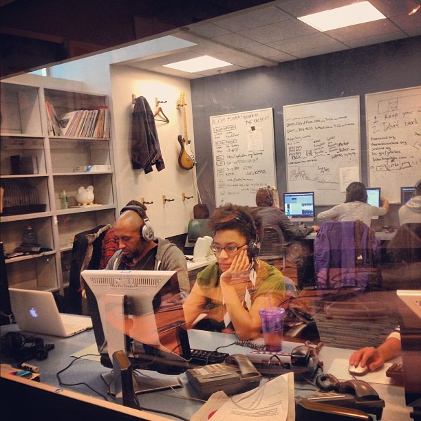 teamvocalo:  The cool kids getting their editing on #teamvocalo #storytelling (Taken with Instagram at Vocalo 89.5 FM)