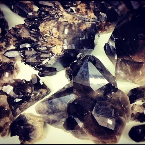 SMOKY QUARTZ ♥ Serenity ♥ Calmness ♥ Positive thoughts ♥ Calms fear ♥ Lifts depression ♥ Stability ♥ Practicality ♥ Intuition ♥ Pride Smokey Quartz, also known as Smoky Quartz, is a natural variety of Quartz. Chakras - Base Chakra, Solar Plexus ChakraZodiac - Scorpio, CapricornTypical colours - Brown to black In addition to the generic healing properties of Quartz, Smokey Quartz is an excellent grounding stone.  It gently neutralises negative vibrations and is detoxifying on all levels, prompting elimination of the digestive system and protecting against radiation and electromagnetic smog.  Smokey Quartz disperses fear, lifts depression and negativity.  It brings emotional calmness, relieving stress and anxiety.  Promotes positive thoughts and action, and alleviates suicidal tendencies.  Dispels nightmares and manifests your dreams.  Smokey Quartz aids concentration and assists in communication difficulties.