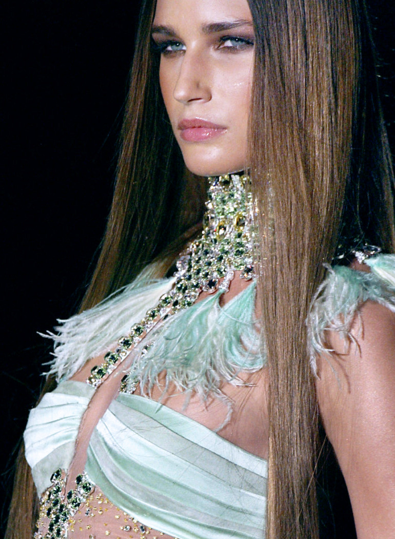 Eugenia Volodina at Versace Haute Couture Spring 2004.