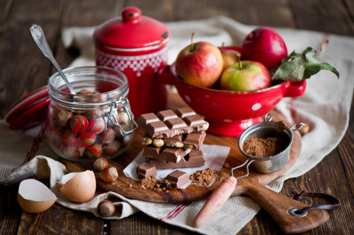 Baking with chocolate, hazelnuts and apples by The Little Squirrel