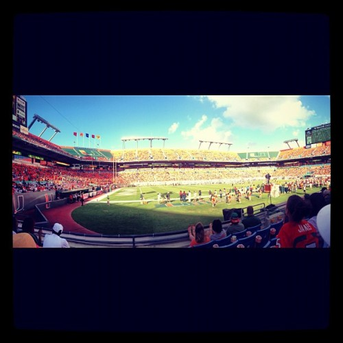 GAMEDAY! #GoCanes #miamihurricanes #sunlifestadium (Taken with Instagram)