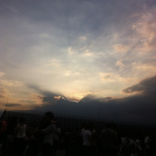 Atardecer en el Corona Capital #coronacapital #iberocapital #sun #sky #sunset #cloud  (Taken with Instagram)