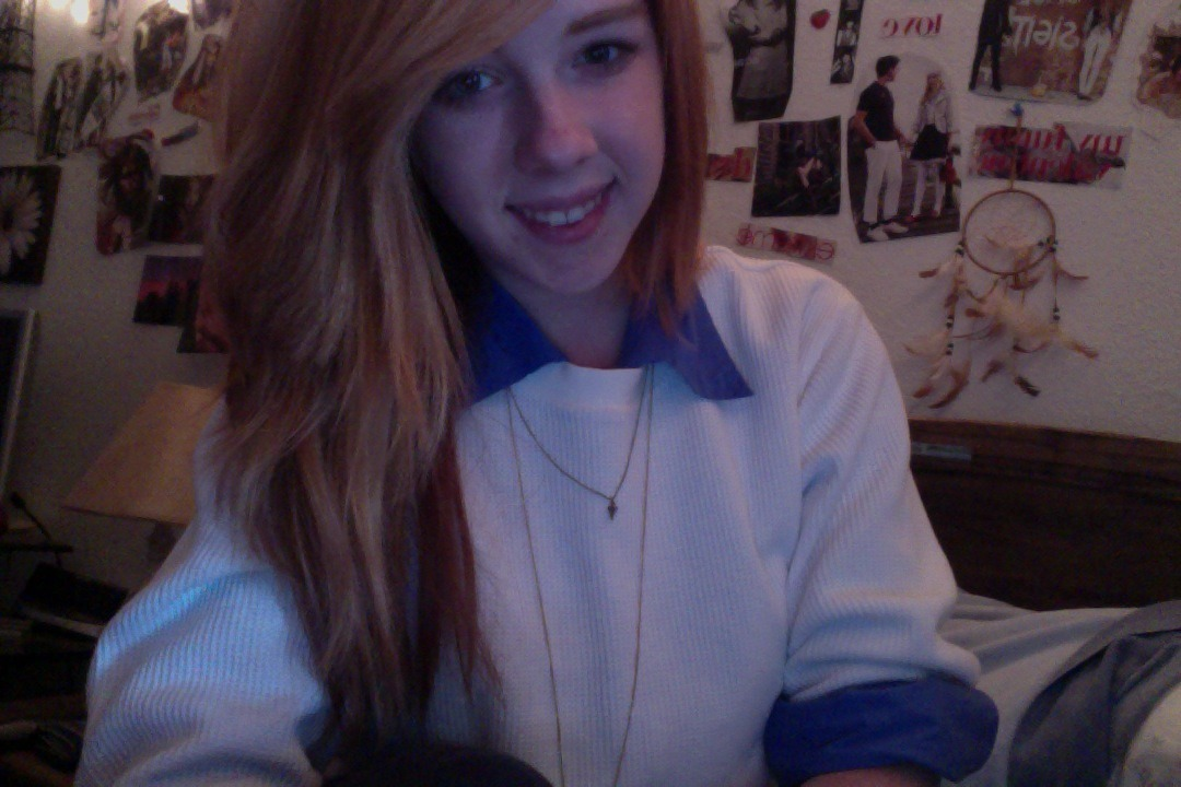 resistentte:  its finally fall.. Which means big sweaters :)