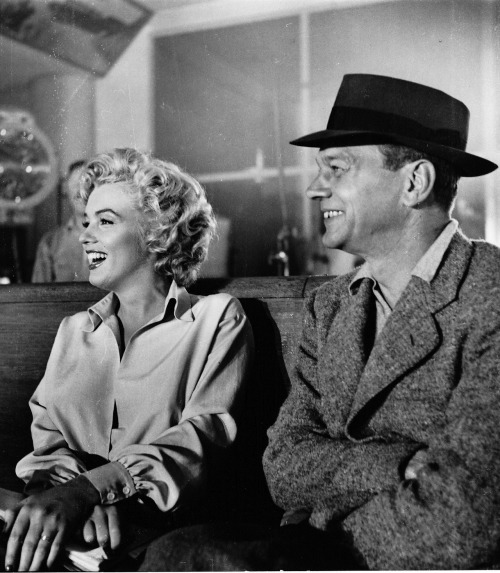 Marilyn Monroe with Joseph Cotten on the set of Niagra