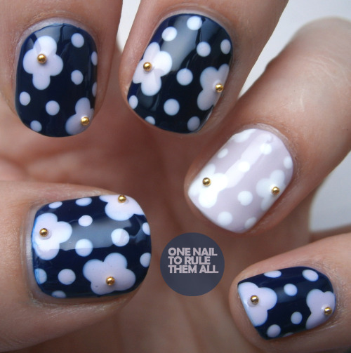 jcraynails:  onenailtorulethemall:  Flowers and Beads, read more on my blog  Wonderful beadwork !